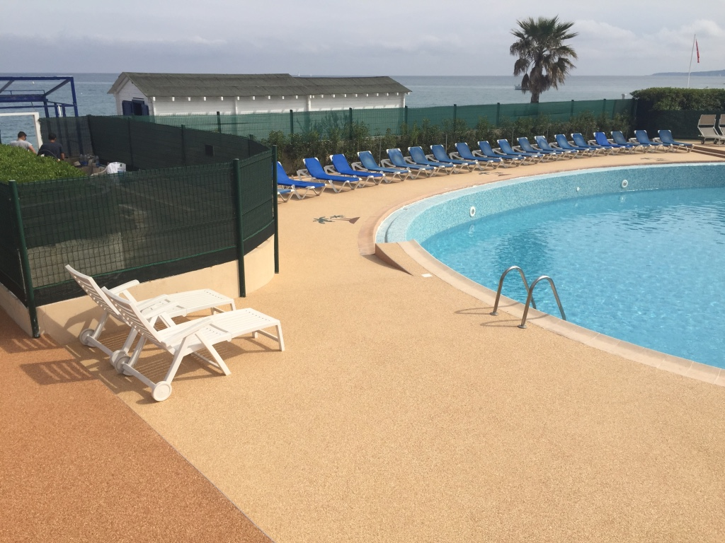 sur villeneuve loubet magnifique sol de 500 m2 en piscine de copro hotel rev tement r sine. Black Bedroom Furniture Sets. Home Design Ideas